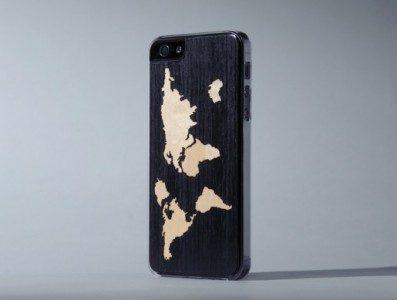 iPhoneskal i trä med världskarta
