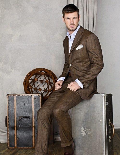 Brun kostym - perfekt för arbete, lounge och middag