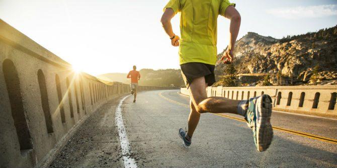 gå upp tidigt springa på morgonen