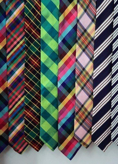 Färgglada slipsar