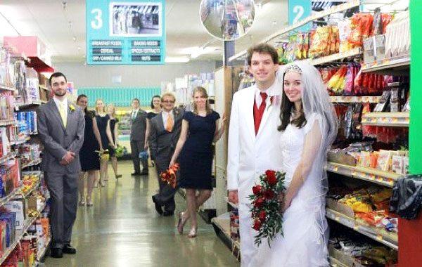roliga-bilder-på-bröllopspar