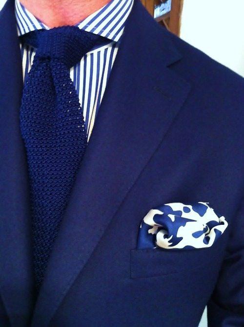 Navy-blå-kostym-bröstnäsduk
