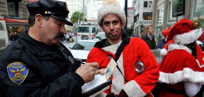 jultomtar-i-slagsmål-santacon-new-york-2013