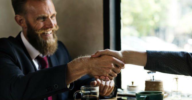 manligt handslag hur skakar man hand