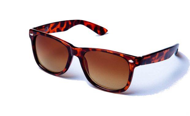 bruna-wayfarer-solglasogon-leopard
