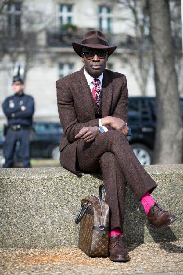 färg på skor till brun kostym
