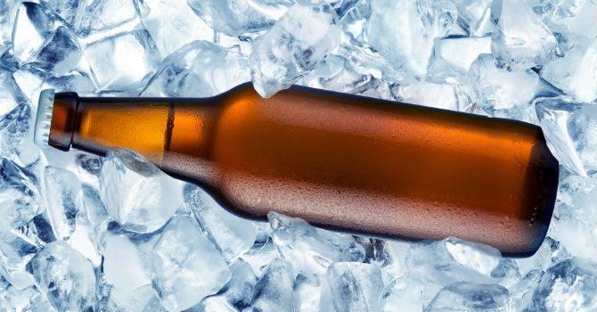 Kyla öl snabbt vatten is salt