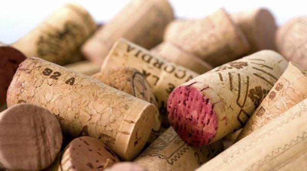 lukta på korken vin på krogen