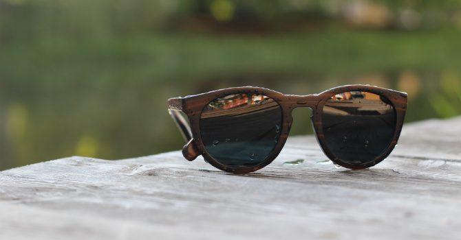 Solglasögon i trä