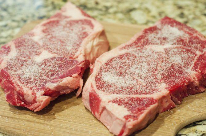 Hur grillar man kött salta