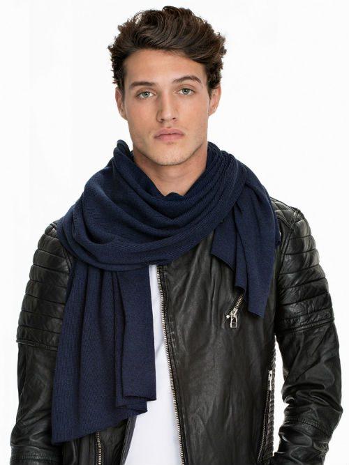 marinblå scarf höstmode