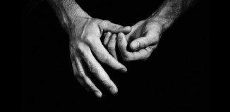 vad händer när man knäcker fingrarna