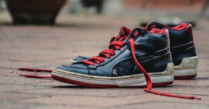 få bort dålig lukt i skor