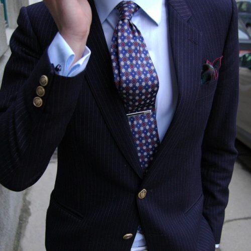 Matcha slipsen snyggt bryt det traditionella