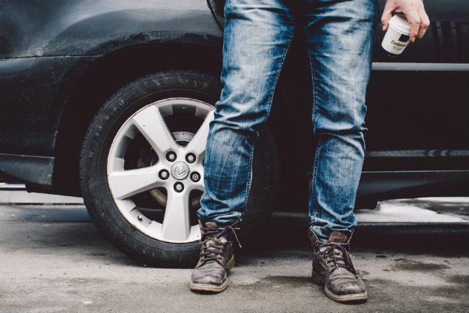 mjuka upp jeans snabbt