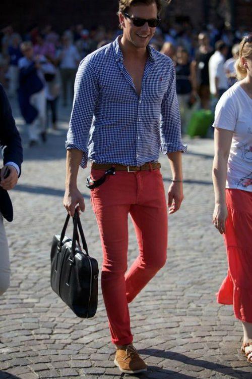 färgglada kläder röda byxor