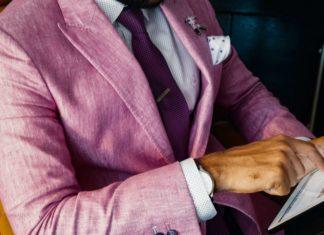 Hur bär man upp färgglada kläder snyggt