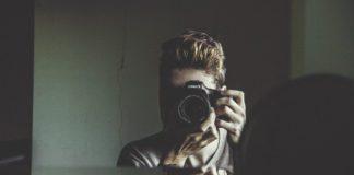 Varför ser man bättre ut i spegeln än på foto