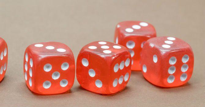 spelar tärning på casino