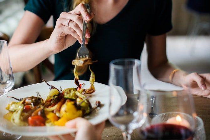 Gamla Etikettsregler äta mat