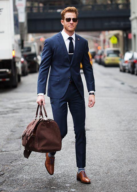 marinblå kostym hur många kostymer behöver man ha