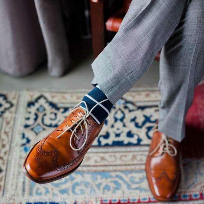 färgglada strumpor till kostym