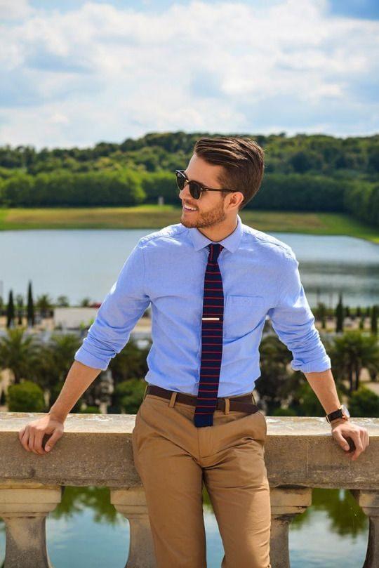 randig slips blå skjorta beige chinos