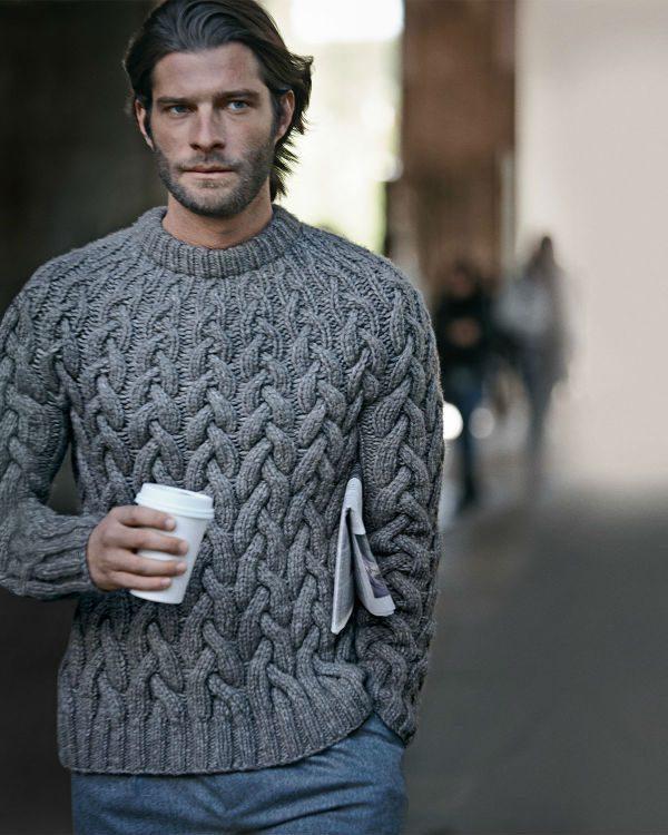 kläder som framhäver muskler kabelstickad tröja