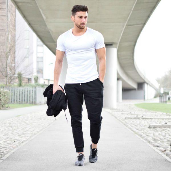 kläder som framhäver muskler tshirt