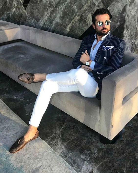 kritstrecksrandig dubbelknäppt kavaj vita byxor outfit