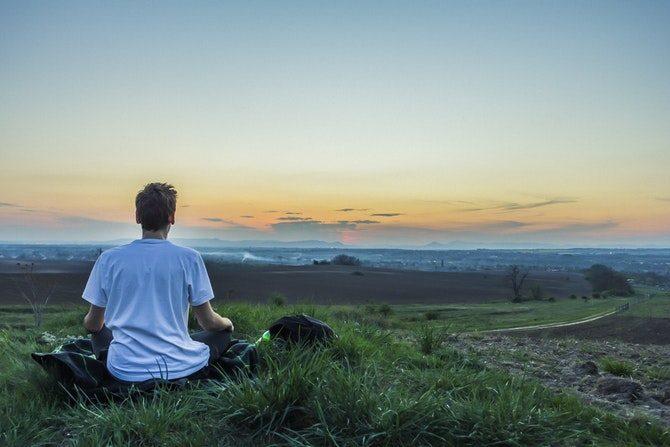 hålla sig lugn när man blir stressad djupt andetag