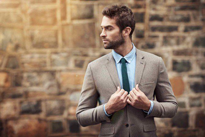 brun kavaj blå skjorta grön slips