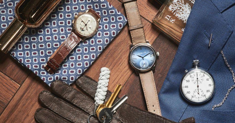 accessoarer på bord klocka handskar