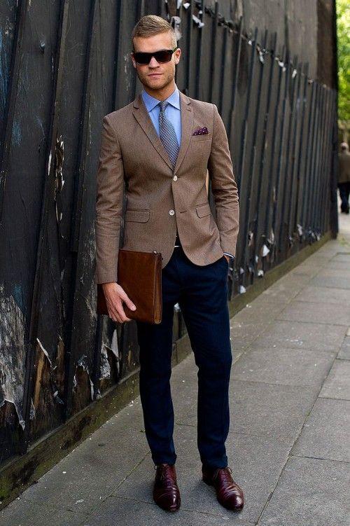 outfit med brun kavaj och blå skjorta