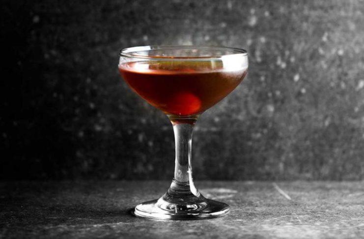 glöggmanhattan drink med glögg