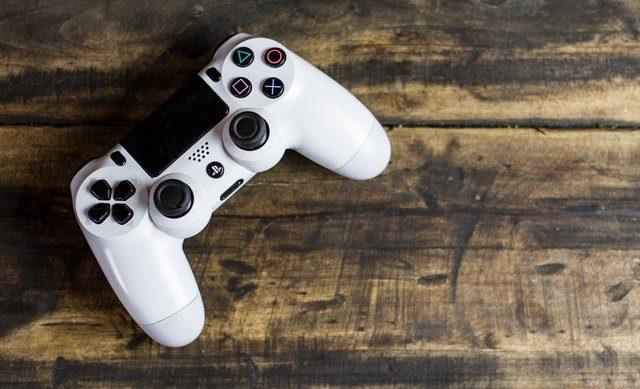 Spela tv-spel för att underhålla sig själv