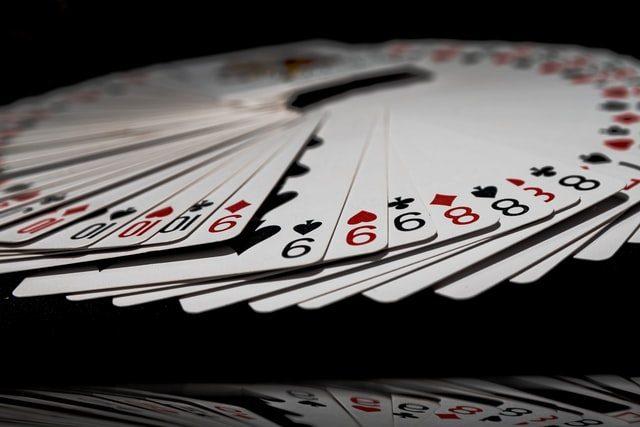 spelkort i cirkel