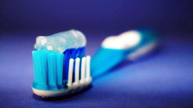 bleka tänder tandläkare eller hemma