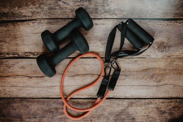hantlar gummiband träning