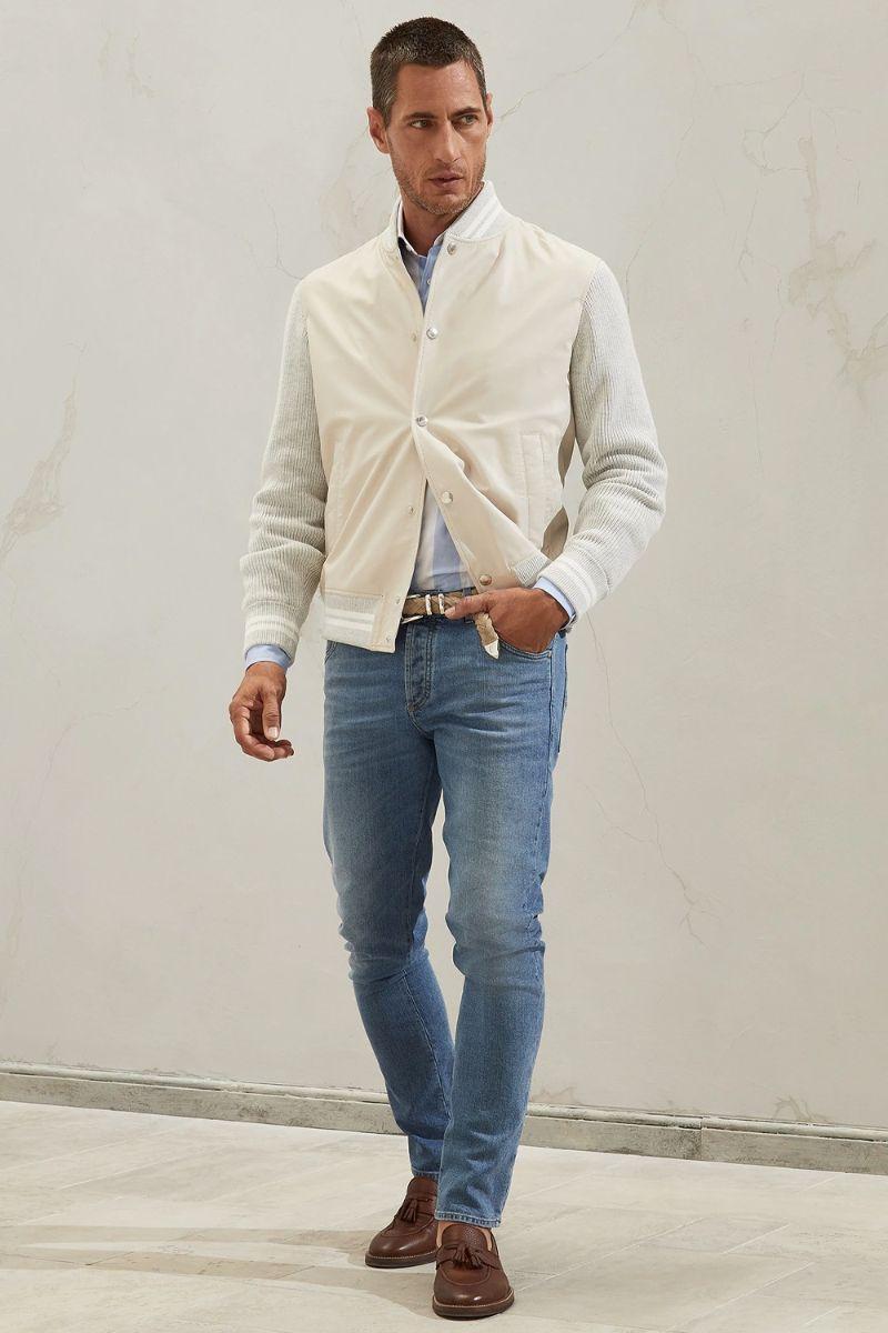 mellanljusa jeans man stil outfit