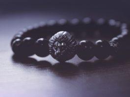 ta hand om sina smycken