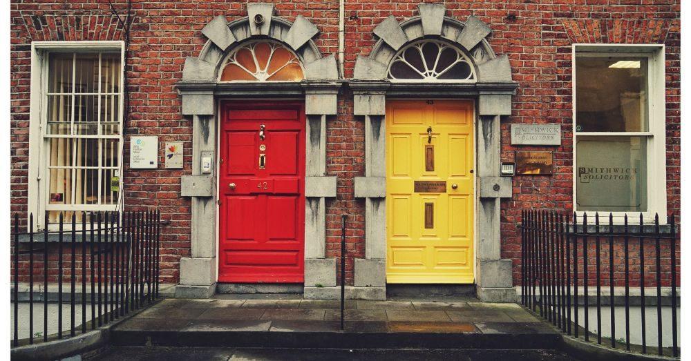röd och gul dörr symboliserar casinolicens
